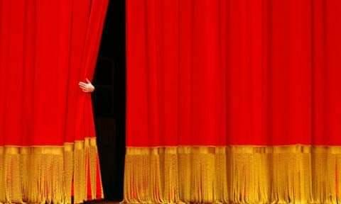 """Palazzo di Città ospita la mostra fotografica """"Dietro le quinte"""" dedicata agli operatori dello spettacolo."""