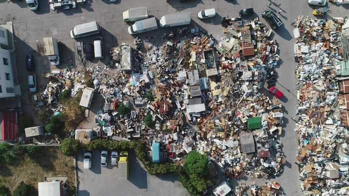 Rifiuti: vernici e pneumatici dismessi,sequestro area a Bari